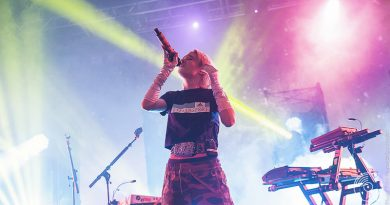 Review: Grimes ups her game at packed Birmingham show