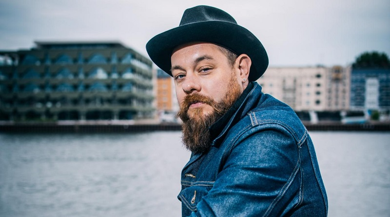 Review: A honky tonk performance from Nathaniel Rateliff and