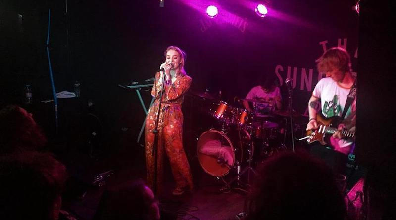The Sunset Beach Hut, Sunflower Lounge